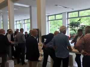 Intensive Gespräche an den Ständen von Johannes Forster, Leiter Maklervertrieb Süddeutschland, sowie bKV-Spezialist Pascal Gameiro und Günther Thaler von MEDISinn