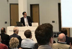 Jürgen Zäch bei seinem Vortrag in der Maklerwerkstatt