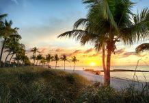 Der Ozean ruft: Wie Kunden auch im Urlaub richtig versichert sind