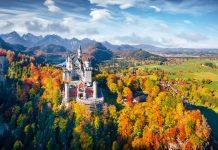 Schloss Neuschwanstein im Herbst Krankmeldung